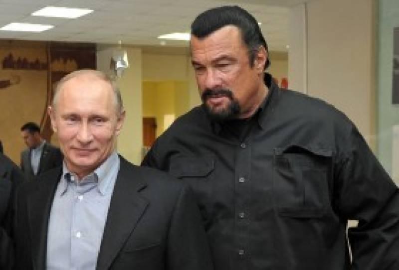 امریکی اداکار سٹیون سیگل کو روسی شہریت مل گئی