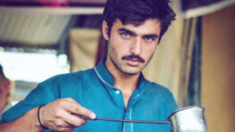 کراچی کی ایک کاروباری شخصیت کا چائے والے کے نام پر ہوٹل بنانے کا فیصلہ