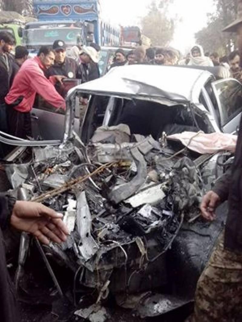 تیز رفتار مسافر کوچ کارسے ٹکرا گئی، 3افراد جاں بحق ، 2زخمی