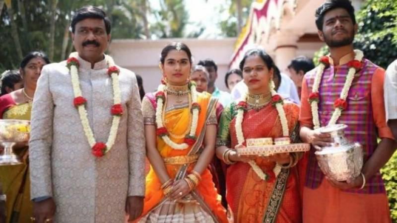 ہندوستان میں پرتعیش شادی،خرچہ پانچ ارب،عوام کی برہمی