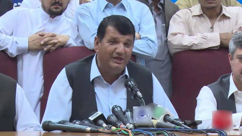 عمران خان خیبرپختونخوا کے مینڈیٹ کاغلط استعمال کررہے ہیں، امیر مقام