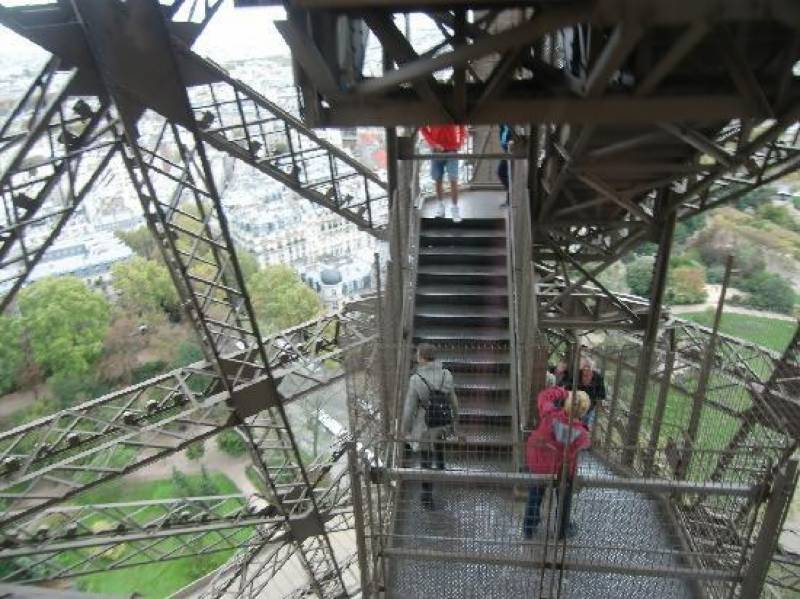 ایفل ٹاور کی سیڑھی رواں ماہ نیلامی کے لئے پیش کی جائے گی