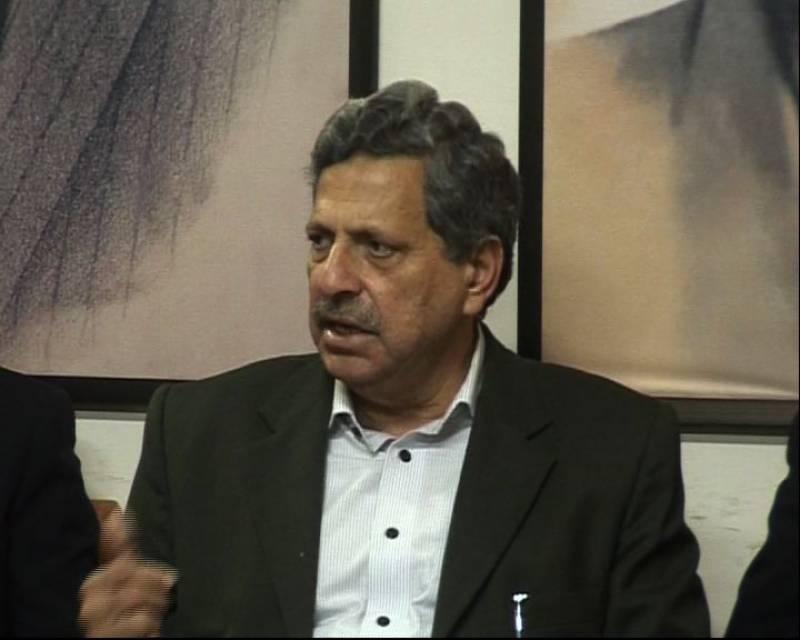 حامد خان کی پانامہ کیس میں پی ٹی آئی کے کیس کی پیروی سے معذرت کر دی