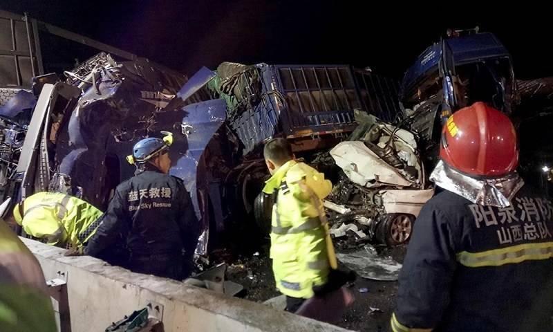 چین اور تھائی لینڈ میں دو مختلف ٹریفک حادثات میں 35 افراد ہلاک اور درجنوں زخمی ہوگئے۔