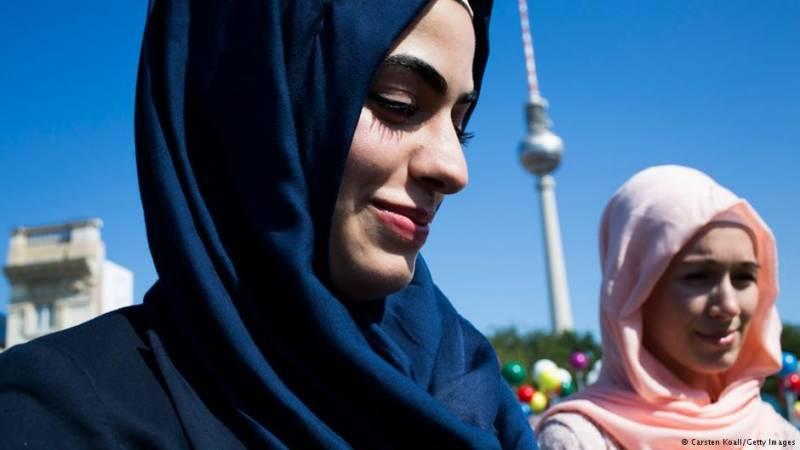 جرمنی، ہیڈ اسکارف اوڑھتے ہوئے تدریسی عمل جاری رکھنے کی اجازت