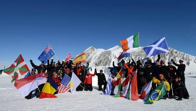 انٹارٹیکا کے برفیلے پہاڑوں پر لہو گرما دینے والی آئس میراتھن ریس