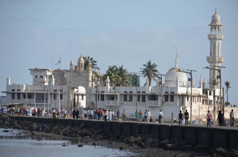 ممبئی کی درگاہ حاجی علی میں خواتین کو داخلے کی اجازت