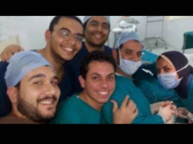 مصر میں آپریشن کے دوران سیلفی لینے پر ڈاکٹرسمیت عملہ معطل