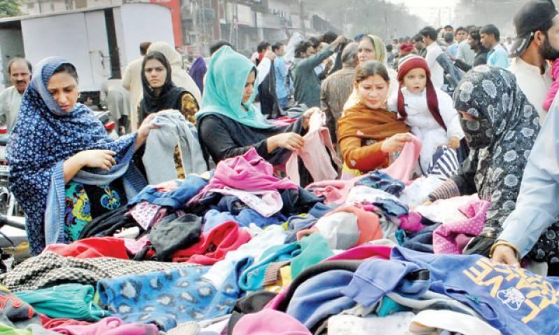 سردی کی شدت میں اضافے کے ساتھ ہی لنڈا بازار کی رونقیں لوٹ آئیں
