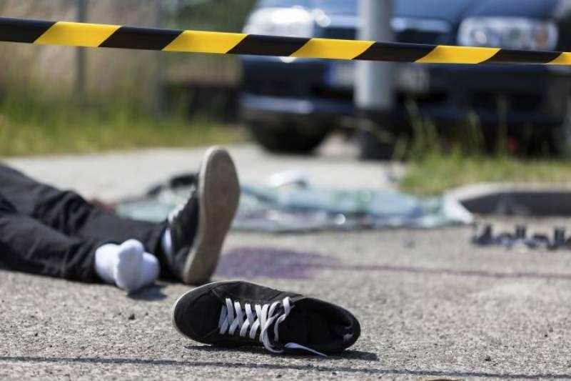 تیزرفتار ٹرالر نے موٹرسائیکل سوار ساتویں کلاس کے طالب علم کو کچل کر ہلاک کردیا