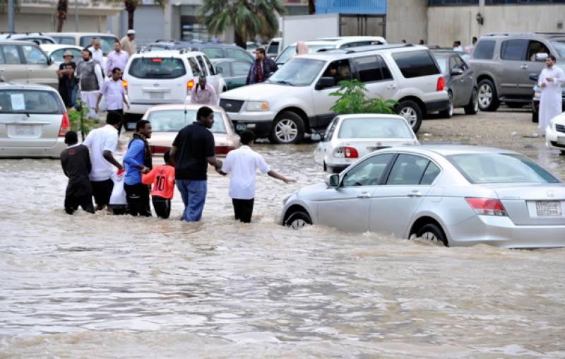 سعودی عرب : شدید بارشیں اور سیلاب، سات افراد ہلاک