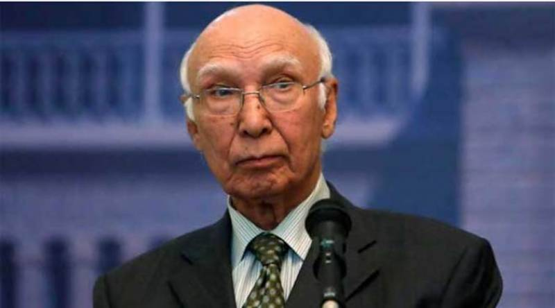 پاکستان امن چاہتا ہے اور امن کیلئے مذاکرات ضروری ہیں، مشیر خارجہ