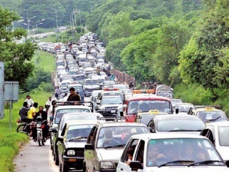دارلحکومت مظفرآباد میں ٹریفک جام ٹریفک اہلکاروں عوام کی زندگی اجیرن بنا دی