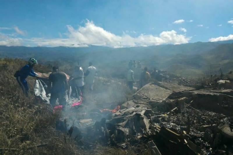 انڈونیشیا ، فضائیہ کا مال بردار طیارہ گر کر تباہ، 13 ہلاک