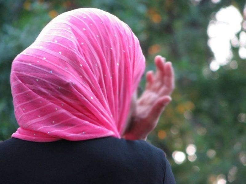 میری کرسمس کہنے کی بجائے مسلمان خاتون نے ایسا جملہ کہہ دیا کہ یورپی ملک عیسائیوں نے مار مار کر ہلکان کردیا، ایسا کیا کہا تھا؟
