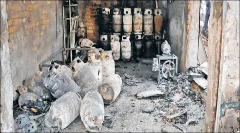 گیس سیلنڈر دھماکے میں ایک ہی خاندان کے 8 افراد جھلس گئے ،چا ر کی حالت انتہائی نازک