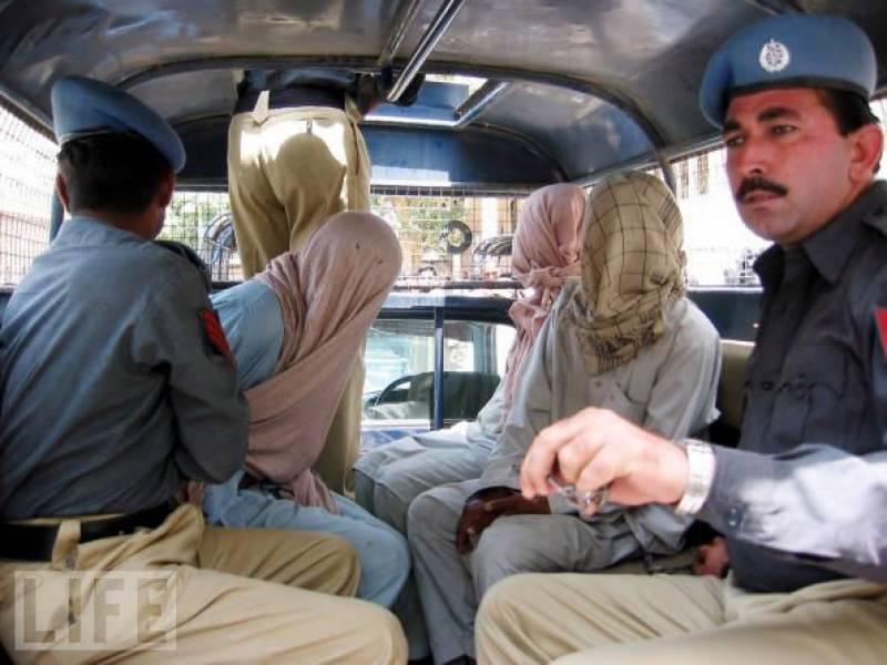 کراچی میں قیام امن کیلئے کوششیں جاری، پٹھان کالونی میں پولیس کی کارروائی ،3دہشتگرد گرفتار