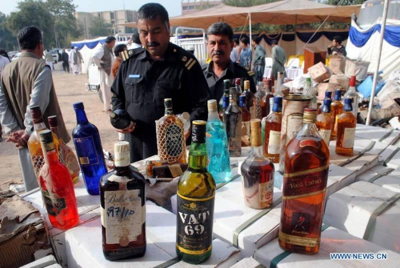 پاکستان میں دو کروڑ افراد شراب پینے کے عادی ہیں،وال سٹر یٹ جنرل