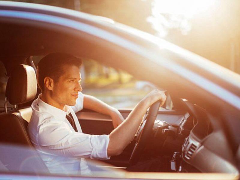 مرد گاڑی چلاتے ہوئے خواتین کو دیکھ کر اکثر ہارن کیوں بجاتے ہیں?