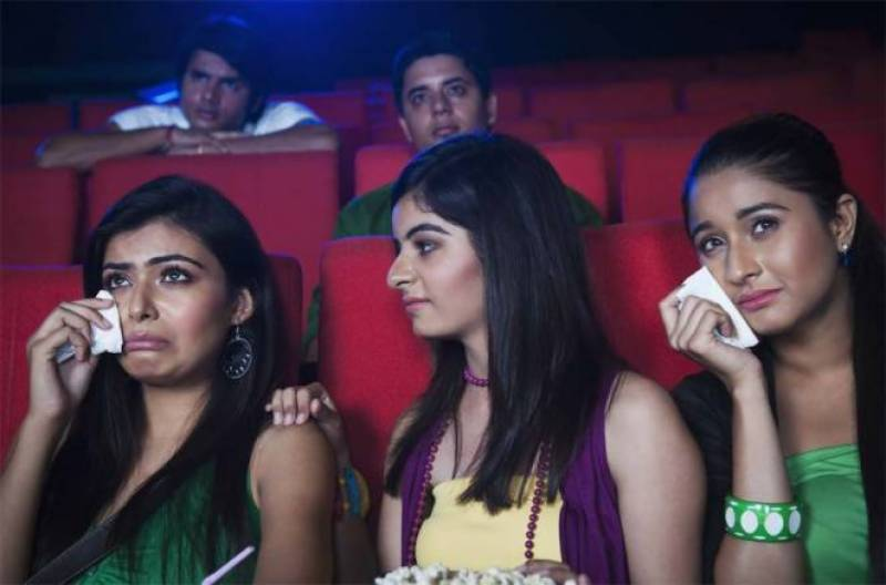 فلمیں دیکھتے ہوئے رونا کس بات کی علامت ہے ،حیرت انگیز تحقیق