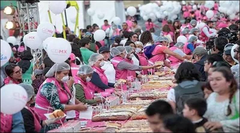 میکسیکومیں9 ہزار371 کلو گرام وزنی کیک کی دعوت