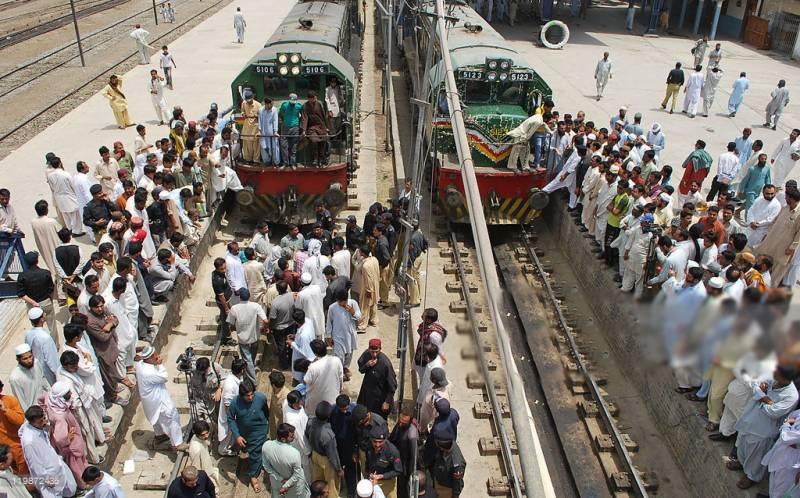 ملتان کے ٹرین ڈرائیورز نے ریٹائرمنٹ کی درخواستیں جمع کرا دیں