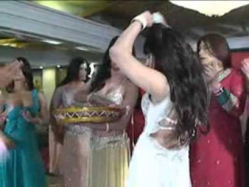 شادی کی تقریب میں خواجہ سراؤں کو نچانا مہنگا پڑ گیا