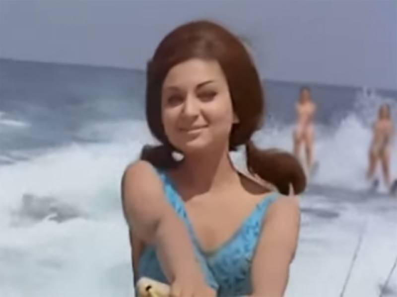 بالی ووڈ کی سب سے پہلی بکنی پہننے والی اداکارہ