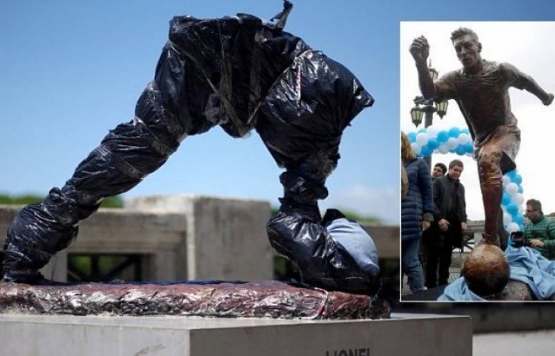 اسٹار فٹبالر میسی کے مجسمے کا آدھا دھڑ کیسے غائب ہوگیا۔۔۔؟؟؟