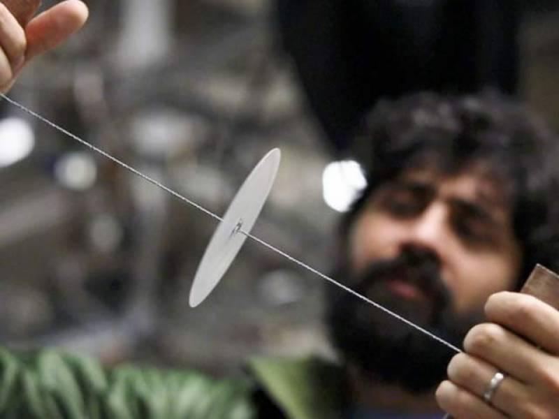 صرف 25 روپے میں خون ٹیسٹ کرنے والی کاغذی کھلونا مشین