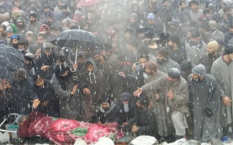 مقبوضہ کشمیرمیں ہزاروں لوگوں کی شہید نوجوانوں کی نماز جنازہ میں شرکت