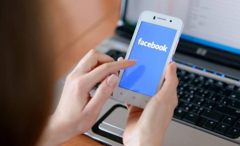 تنہائی کی شکار خواتین فیس بک کا زیادہ استعما ل کرتی ہیں