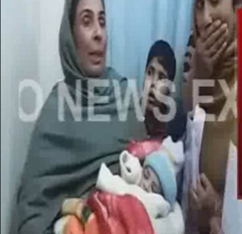 گوجرانولہ: سنگدل ماں نے 8 دن کا بچہ چھت سے پھینک دیا، معجزانہ طور پر محفوظ
