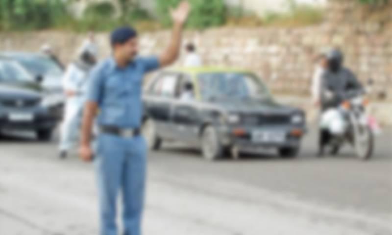 فیصل آباد: ڈمپر ڈارئیور نے ٹریفک وارڈن کو کچل دیا،رکنے کا اشارہ کیا تھا