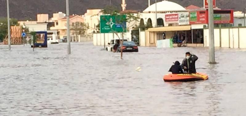 متحدہ عرب امارات میں بارشوں نے تباہی مچا دی ،10مقامات پر حادثات