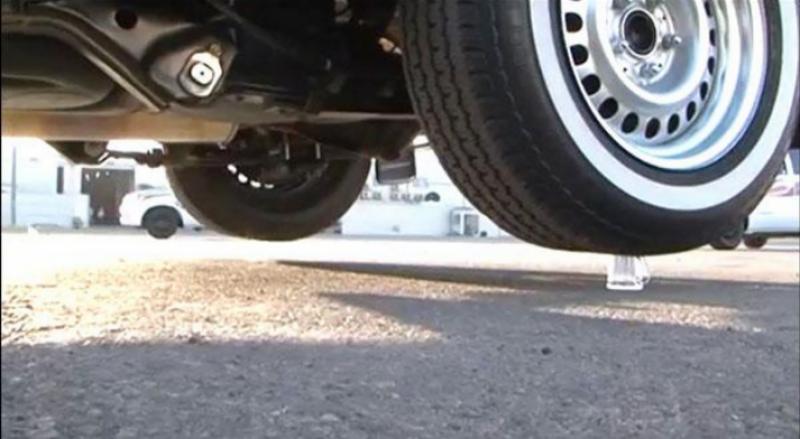 سعودی نوجوان نے چائے کی پیالیوں پر گاڑی پارک کرنے کا ریکار ڈ قائم کر دیا