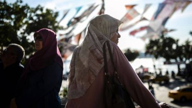 ترکی: خواتین فوجیوں پر سکارف لینے کی پابندی ختم