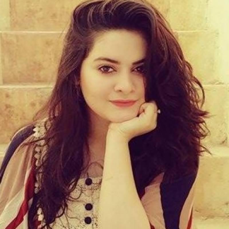 میک اپ کی جادوگری؛نئی تصاویرمیں منال خان کو پہچاننامشکل
