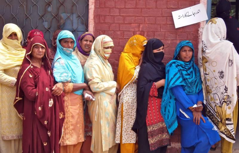ملک بھر میں ایک کروڑ 21 لاکھ سے زائد خواتین ووٹ ڈالنے سے محروم