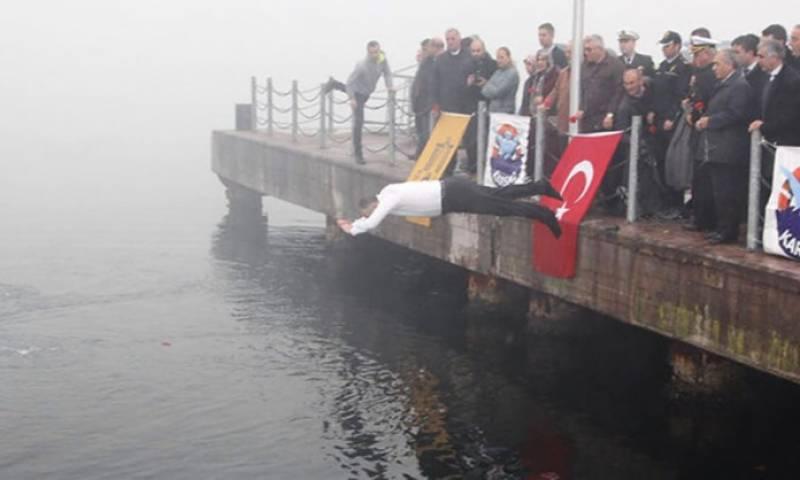 ترکی کے میئر نے ڈوبتی ہوئی خاتون کی جان بچالی