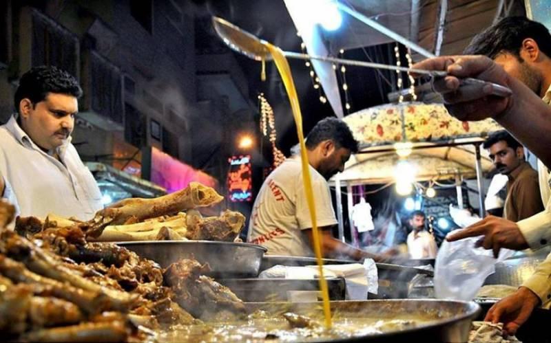 سپر لیگ فائنل غیر ملکی و ملکی کھلاڑیوں کو لاہور کا روایتی ناشتہ پیش کیا گیا