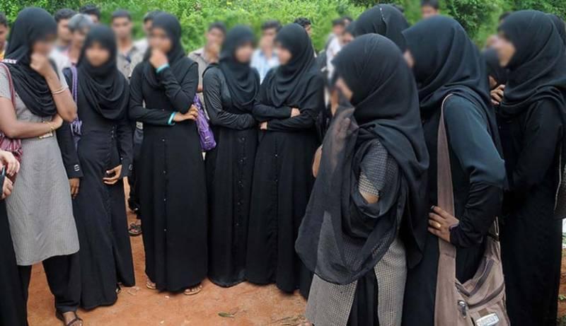 طالبات بُرقع پہن کر امتحان میں شریک نہیں ہو سکتیں، بھارتی اسکول کا انوکھا فیصلہ