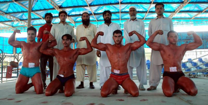 پشاور: باڈی بلڈنگ کے مقابلے مسٹر اور مسٹر جونیئر کے ٹائٹل ذیشان ،سلمان کےنا م