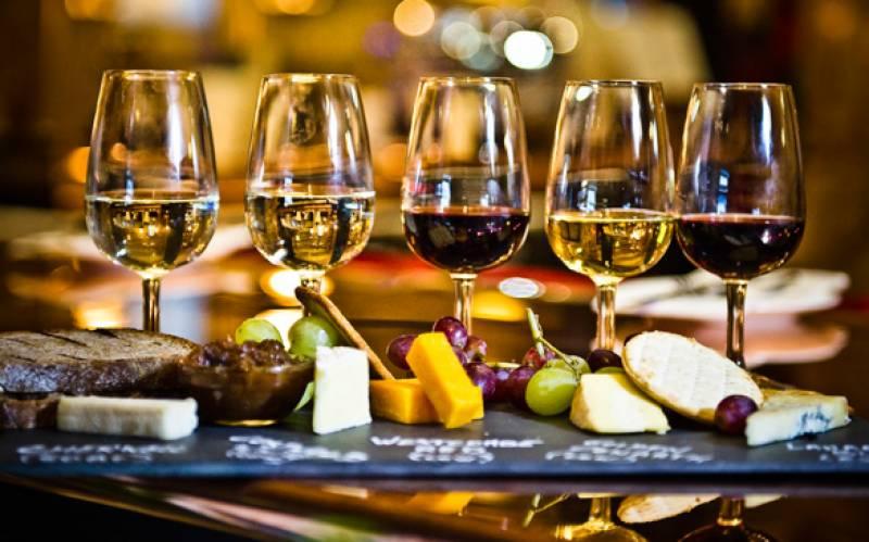 شراب کی فروخت پر پابندی سے متعلق سندھ ہائی کورٹ کا فیصلہ معطل