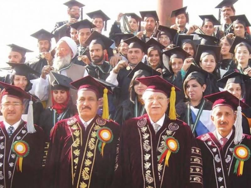 اساتذہ کرام تعلیم اور ڈسپلن کے ساتھ معاشرتی اقدار کو بھی فروغ دیں ،وائس چانسلر