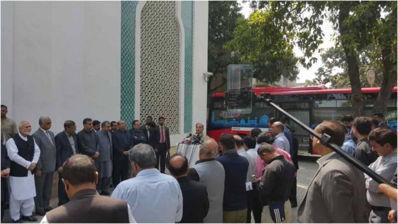 وزیر اعلیٰ پنجاب نے لاہور میں 200 فیڈر بسوں کا افتتاح کر دیا