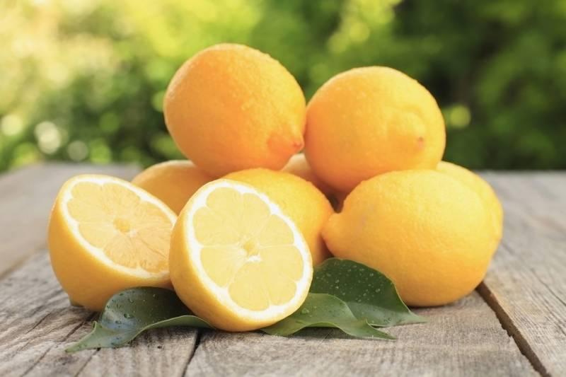 لیموں سے دانت انتہائی چمکدار اور سفید بنانے کا آسان نسخہ