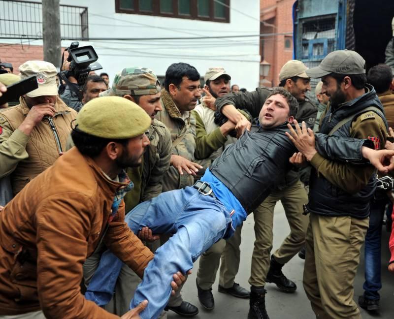 مقبوضہ جموں کشمیر: انتخابات کے بائیکاٹ کی مہم، درجنوں کشمیری گرفتار