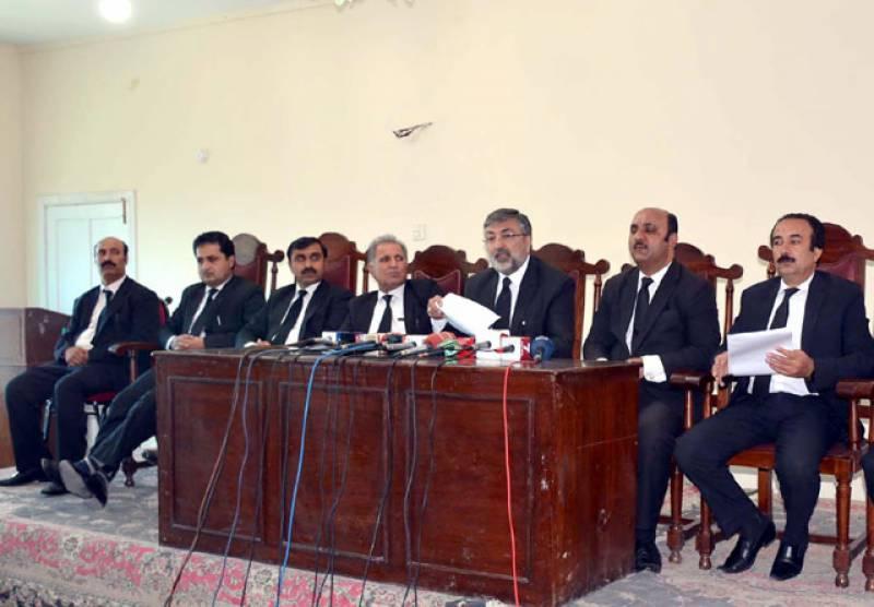 کوئٹہ: سابق صدر بار کامران مرتضی کی عدالتیں بند کروانے کی دھمکی