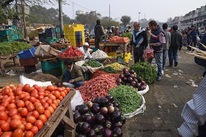 پشاور میں ٹماٹرکی قیمتوں کو پر لگ گئے،عوام پریشان